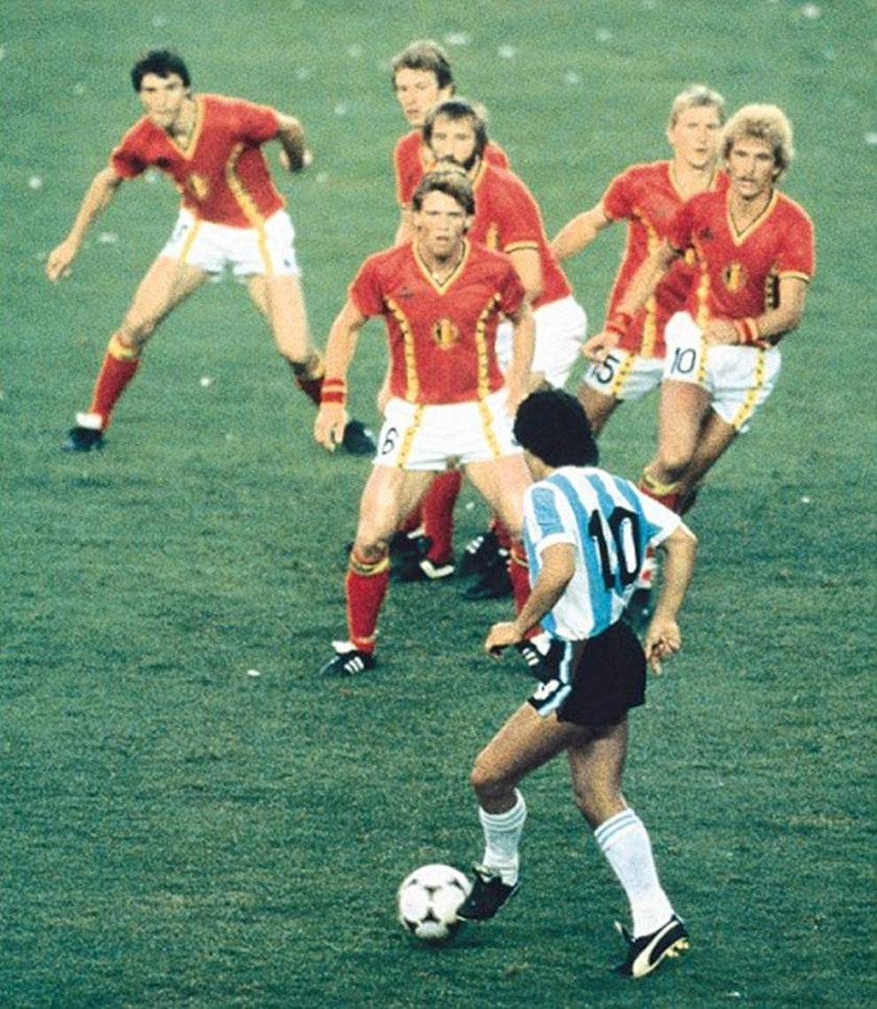 Best Vs The Rest Diego Maradona Takes On 6 Pictures, Photos, and Images for  Facebook, Tumblr, Pinterest, and Twitter