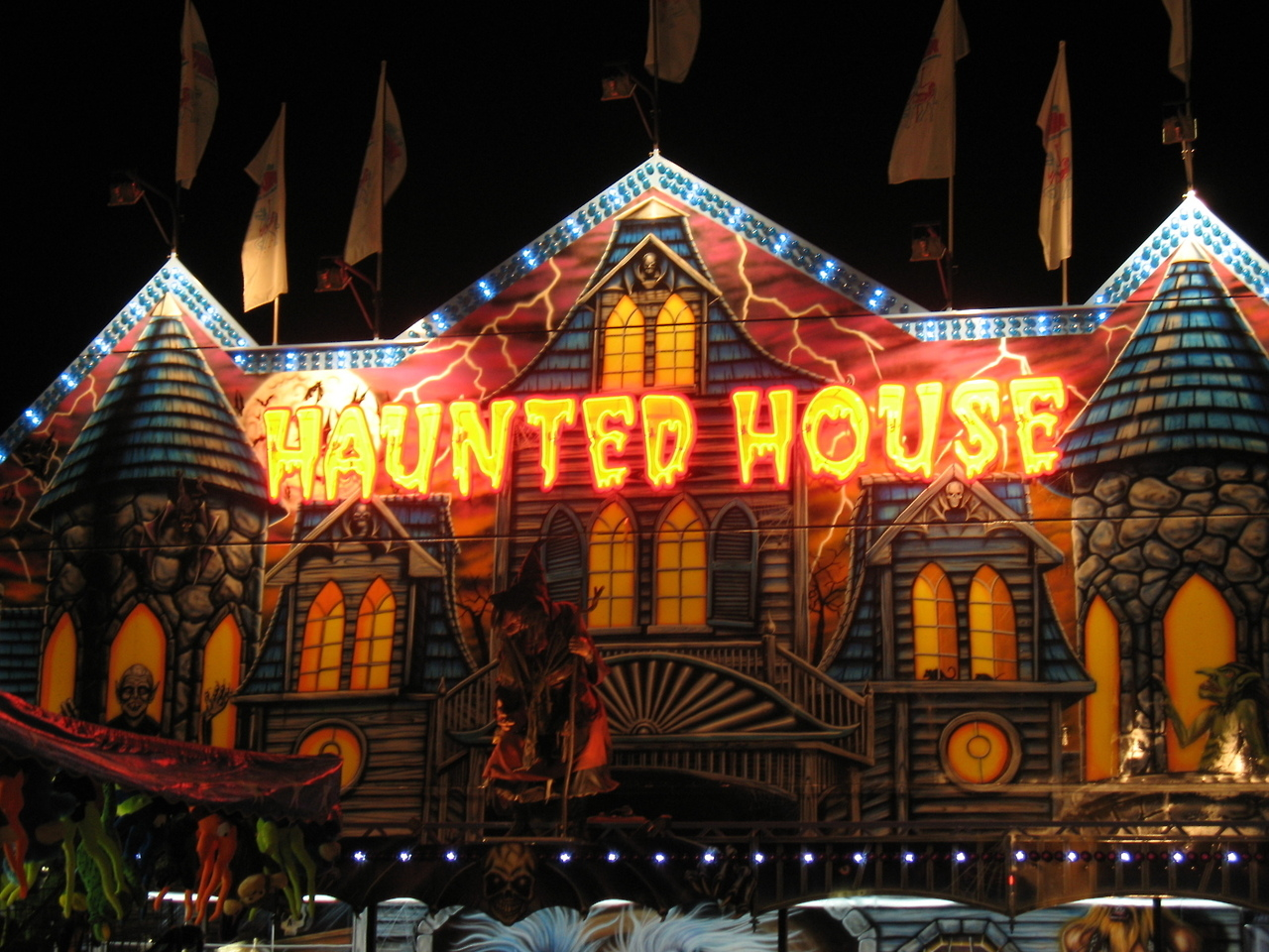 Haunted house pictures photos and images for facebook for Pinterest haunted house