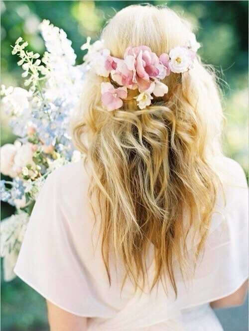 flower in her hair - photo #26