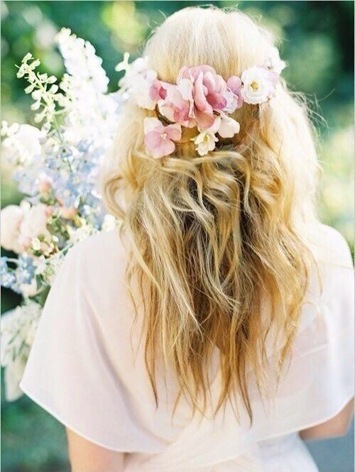 flower in her hair - photo #26