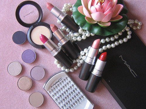 MAC Lipstick And Pearl...