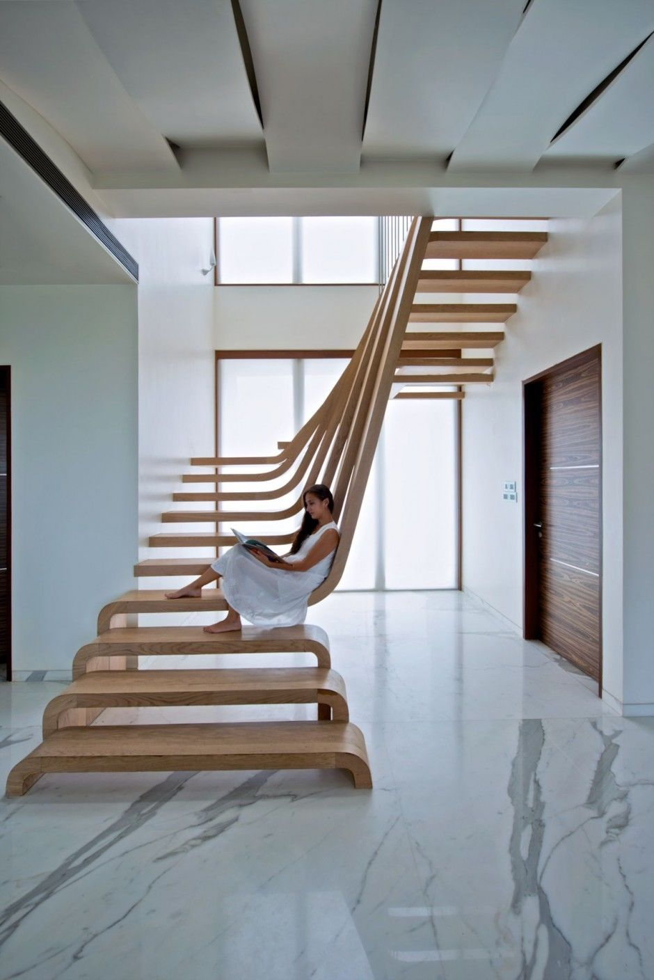 Modern staircase pictures photos and images for facebook for Escalier interieur moderne