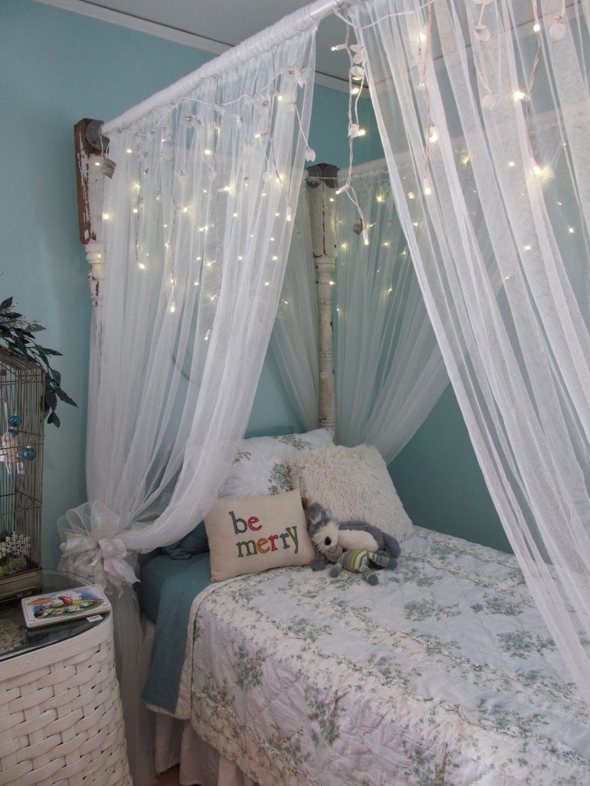 cute christmas bedroom decor