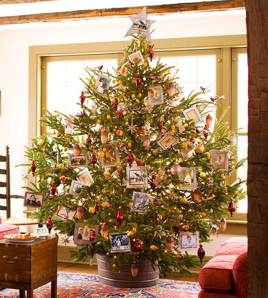 full round christmas tree decorated with family photos - Full Christmas Tree