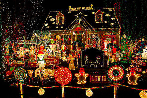 Ultimate christmas house pictures photos and images for Holiday decorated homes