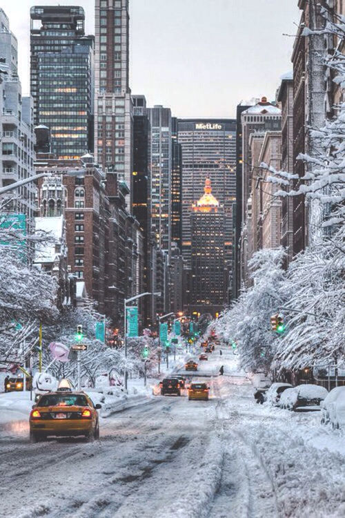 Snow filled city streets pictures photos and images for for Christmas day in new york