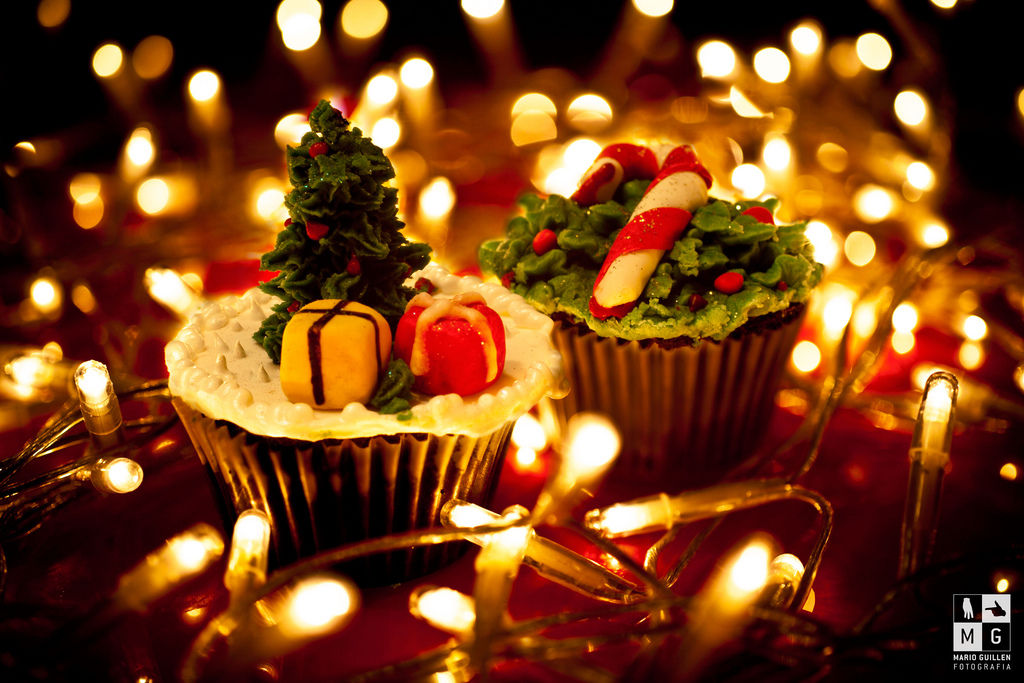 pretty christmas cupcakes lights