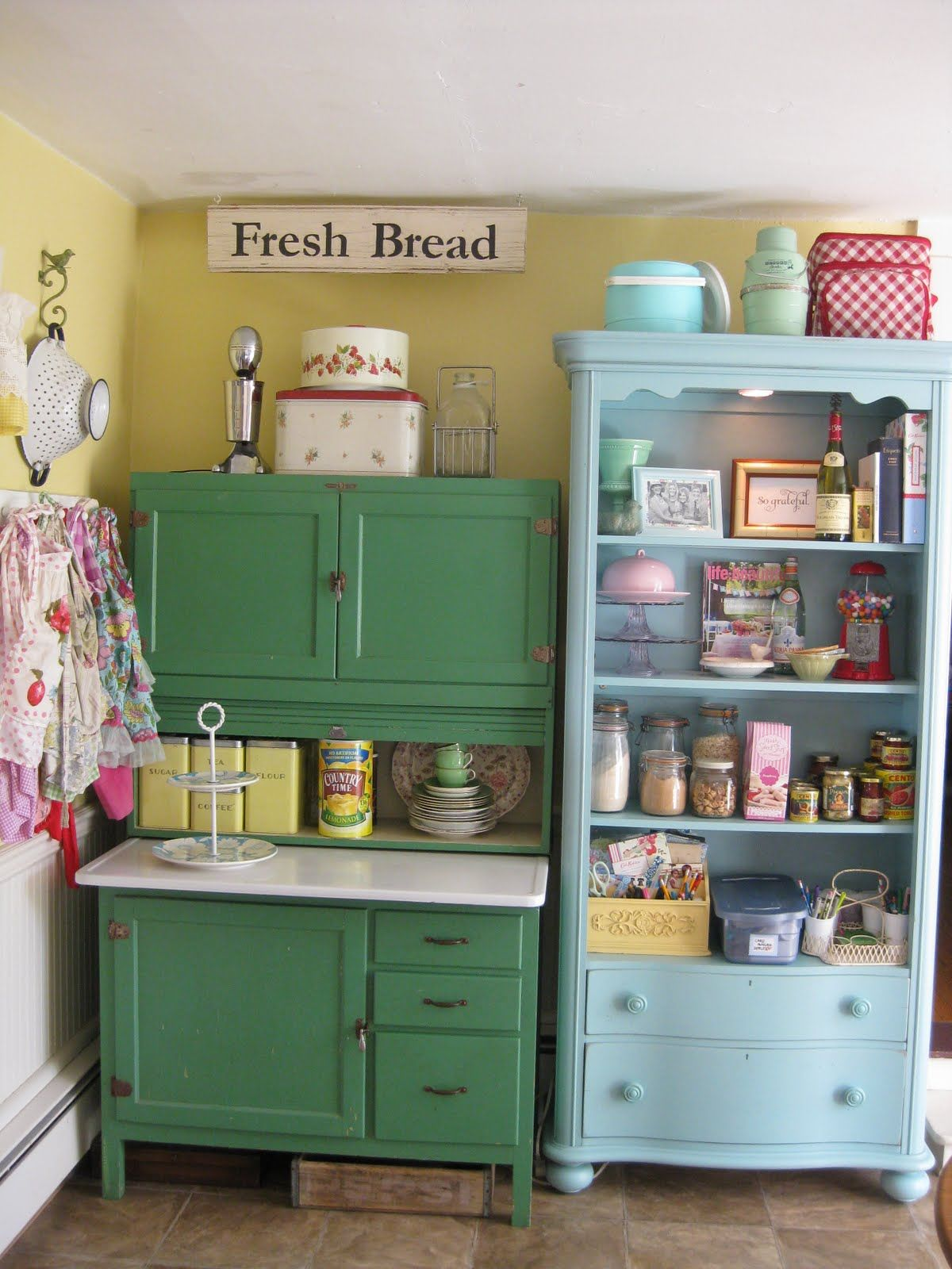 Colorful vintage kitchen storage ideas pictures photos for Cute yellow kitchen ideas