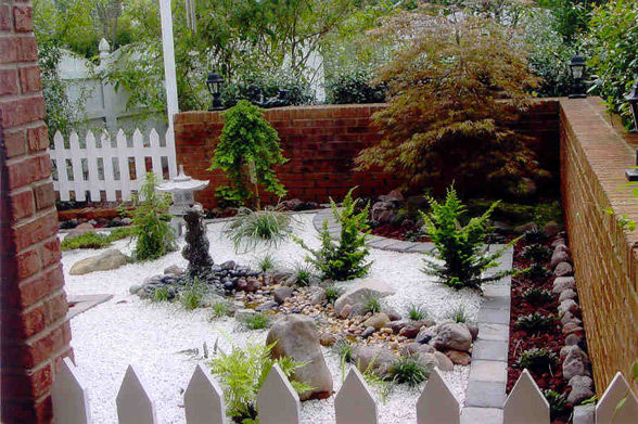 Easy to maintain small sized japanese garden pictures for Small japanese garden layouts