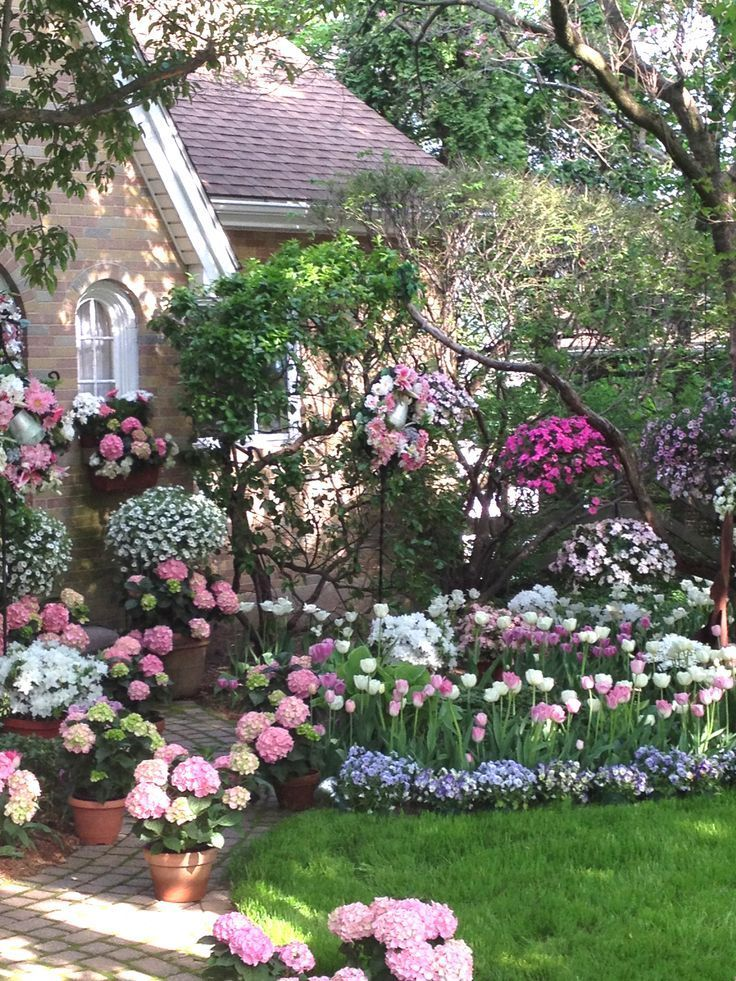 Perfect spring garden pictures photos and images for for Casa meubles de jardin