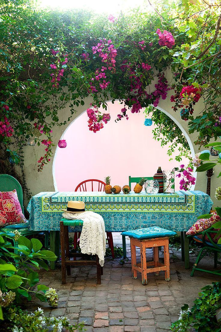 Beautiful garden table pictures photos and images for for Decoration patio exterieur
