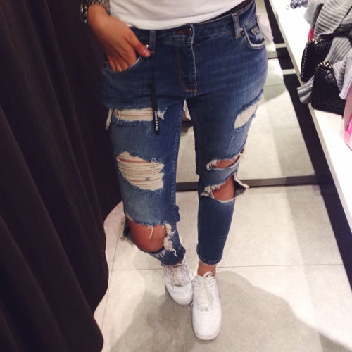 67 Best Trending News Viral Videos Images On Pinterest: Ripped Jeans And Sneakers Pictures, Photos, And Images For