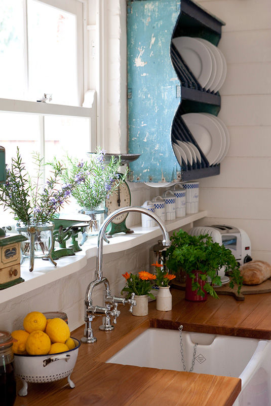 Shabby Chic Kitchen With Hanging Plate Rack & Shabby Chic Kitchen With Hanging Plate Rack Pictures Photos and ...