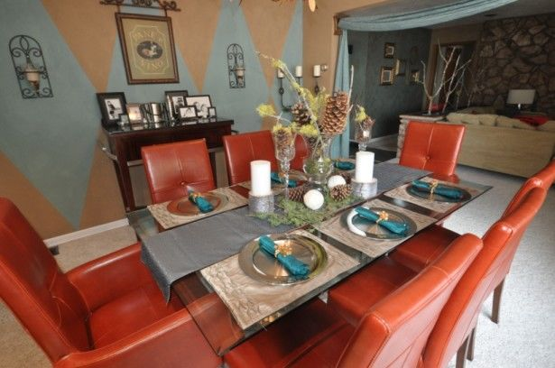 Best paint color for dining room with two colors pictures for Best color for dining room table