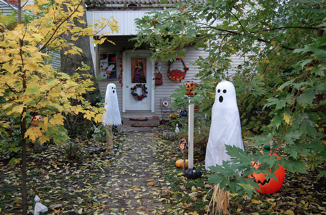 outdoor halloween home decor pictures photos and images best 25 halloween home ideas only on pinterest