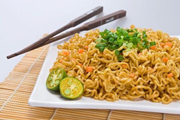 "Ramen Fried ""Rice"": Ramen Noodles Stir Fried With Egg, Peas & G..."