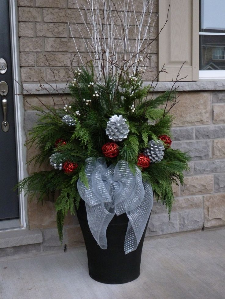 Christmas planter decor pictures photos and images for for Decoration maison exterieur noel