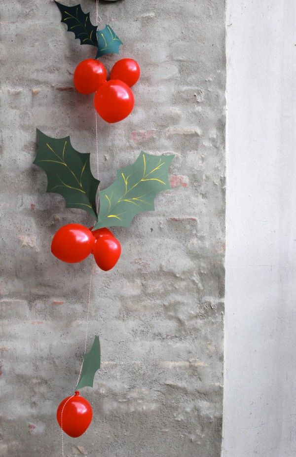 Holly Berry Balloon Garland Pictures Photos And Images