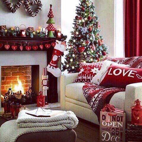 Christmas living room decorations pictures photos and for Living room xmas ideas