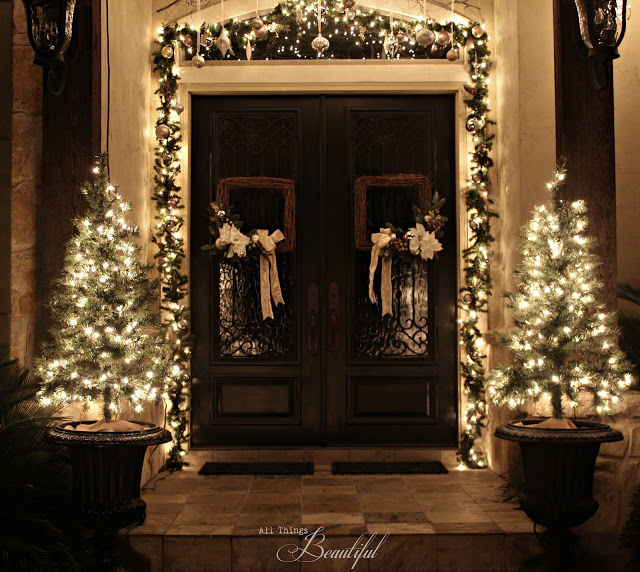 beautiful christmas porch lights and decor