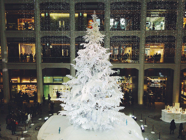 Big White Christmas Tree Pictures, Photos, And Images For