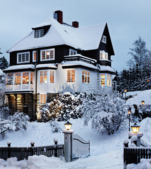 exterior of a 3 story house in the winter pictures photos. Black Bedroom Furniture Sets. Home Design Ideas