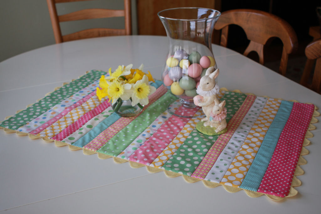 easy easter table runner pictures photos and images for. Black Bedroom Furniture Sets. Home Design Ideas