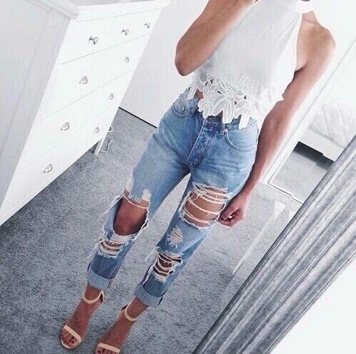 Ripped Jeans With Lace Shirt And Heels