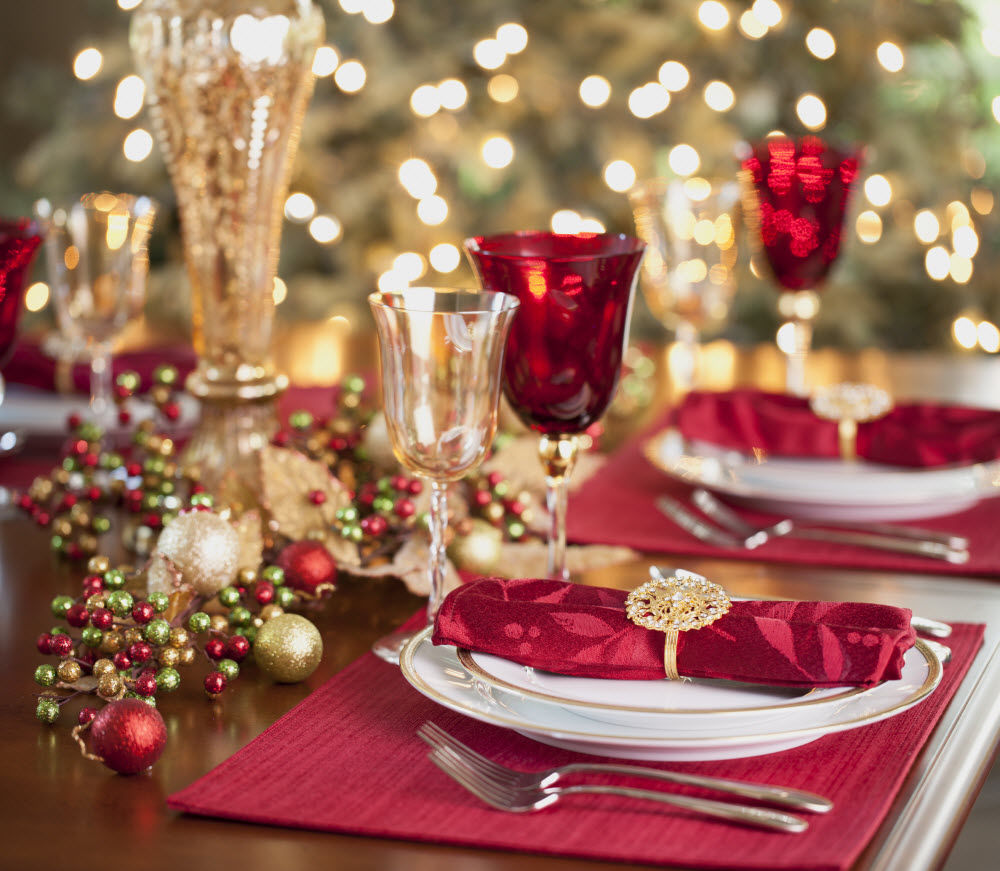 beautiful red gold christmas tablesetting - Red And Gold Christmas Table Decorations