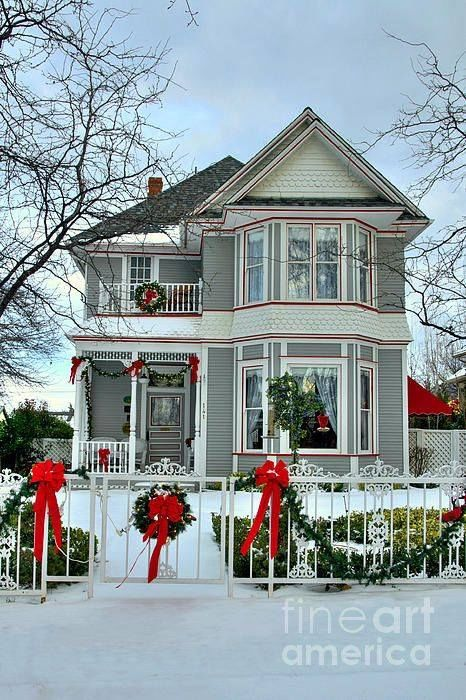 Beautiful Victorian Home Decorated For Christmas Pictures ...