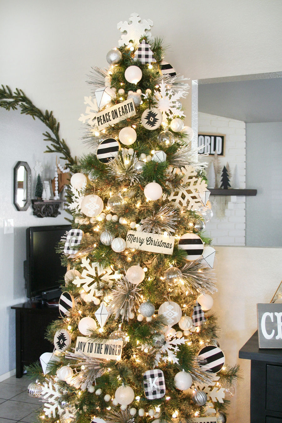 Black And White Christmas Tree Decor Pictures, Photos, and