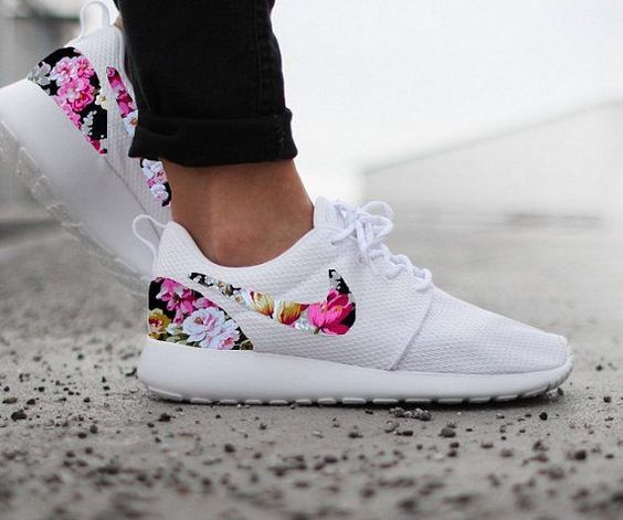a2f4e5ce1fe82 Nike Roshe Run Womens White With Custom Black Pink Pictures