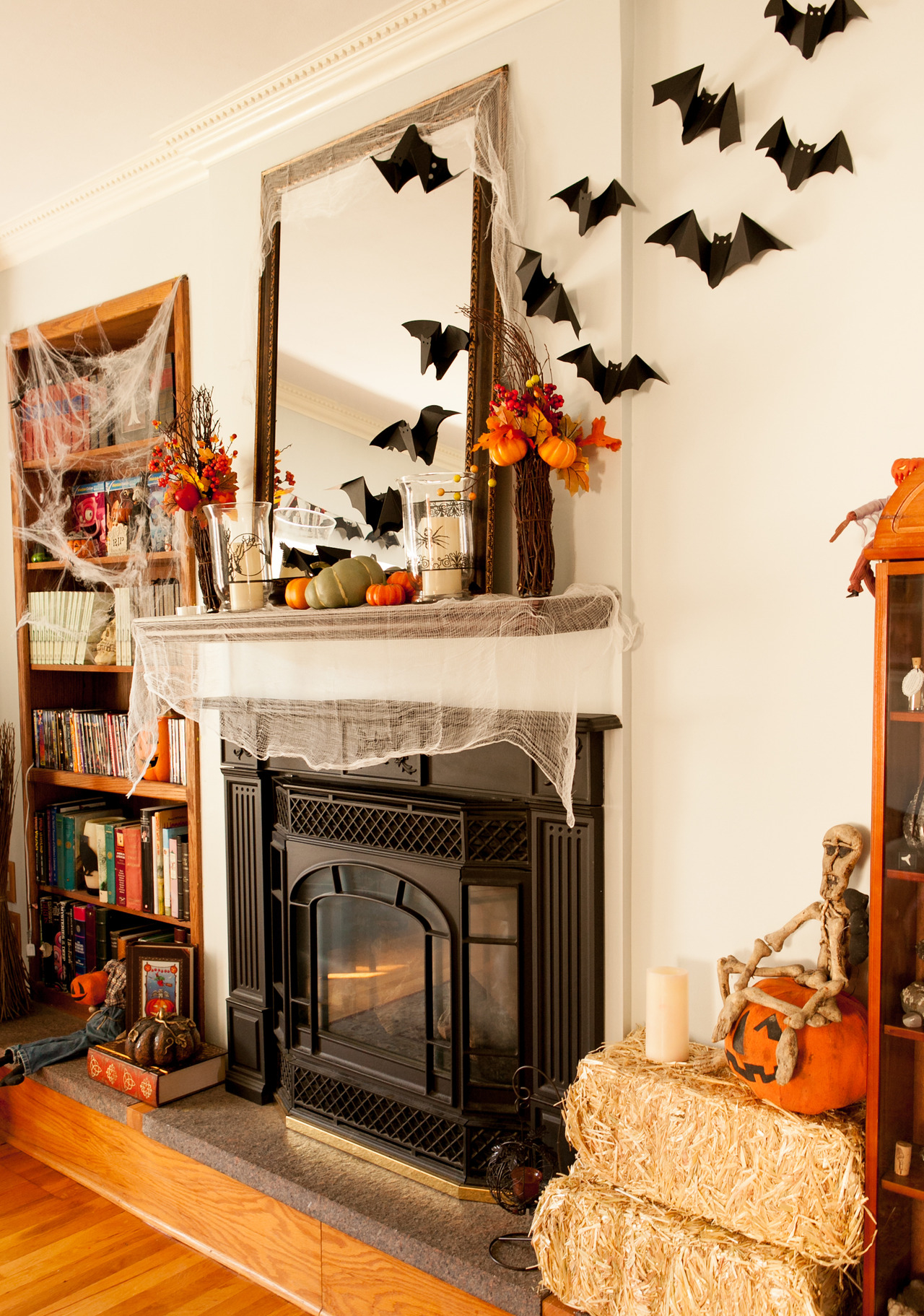 halloween bat decoration pictures photos and images for facebook tumblr pinterest and twitter. Black Bedroom Furniture Sets. Home Design Ideas