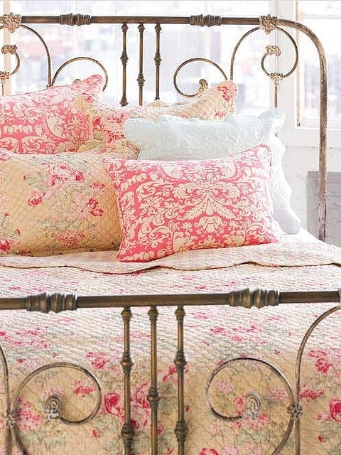 shabby chic bedding pictures photos and images for facebook tumblr pinterest and twitter. Black Bedroom Furniture Sets. Home Design Ideas