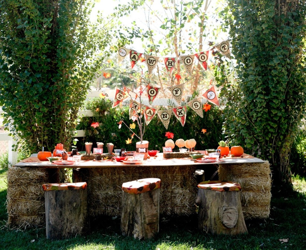 Kids outdoor halloween party pictures photos and images for Decoration theme jardin