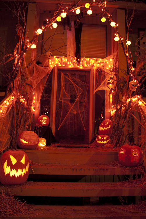 Halloween porch lights and decorations pictures photos for Decoration theme angleterre