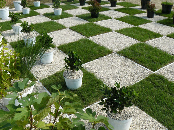 Modern square garden pictures photos and images for - Amenagement jardin moderne ...