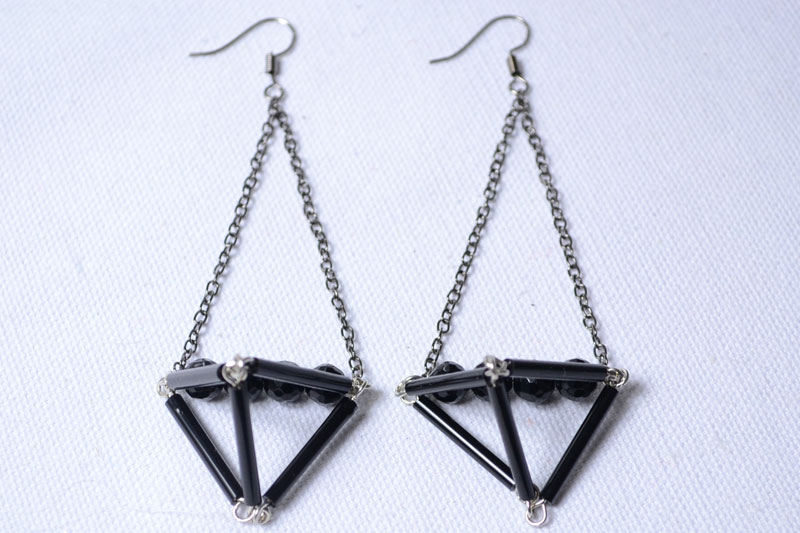 triangle dangle earring pictures photos and images for facebook tumblr pinterest and twitter. Black Bedroom Furniture Sets. Home Design Ideas