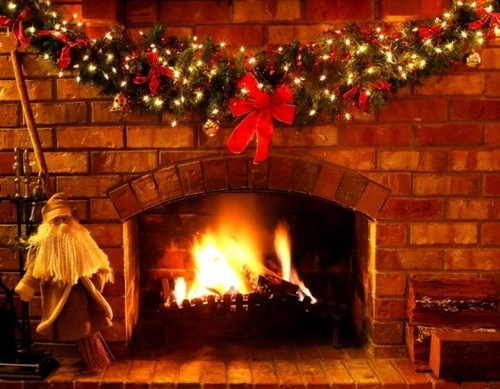 christmas garland at the fireplace
