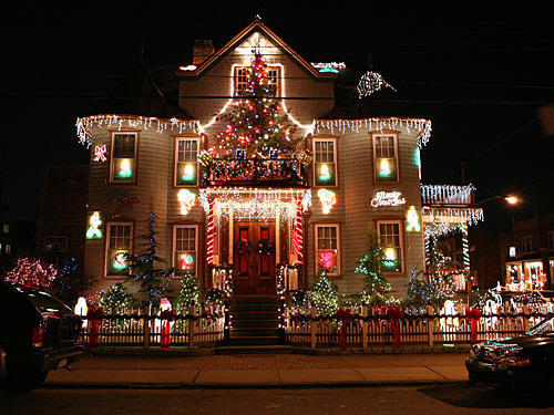 Decorated christmas house pictures photos and images for for Decoration maison exterieur noel