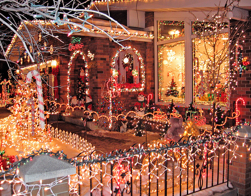 Amazing christmas house decorations pictures photos and for Amazing christmas decorations