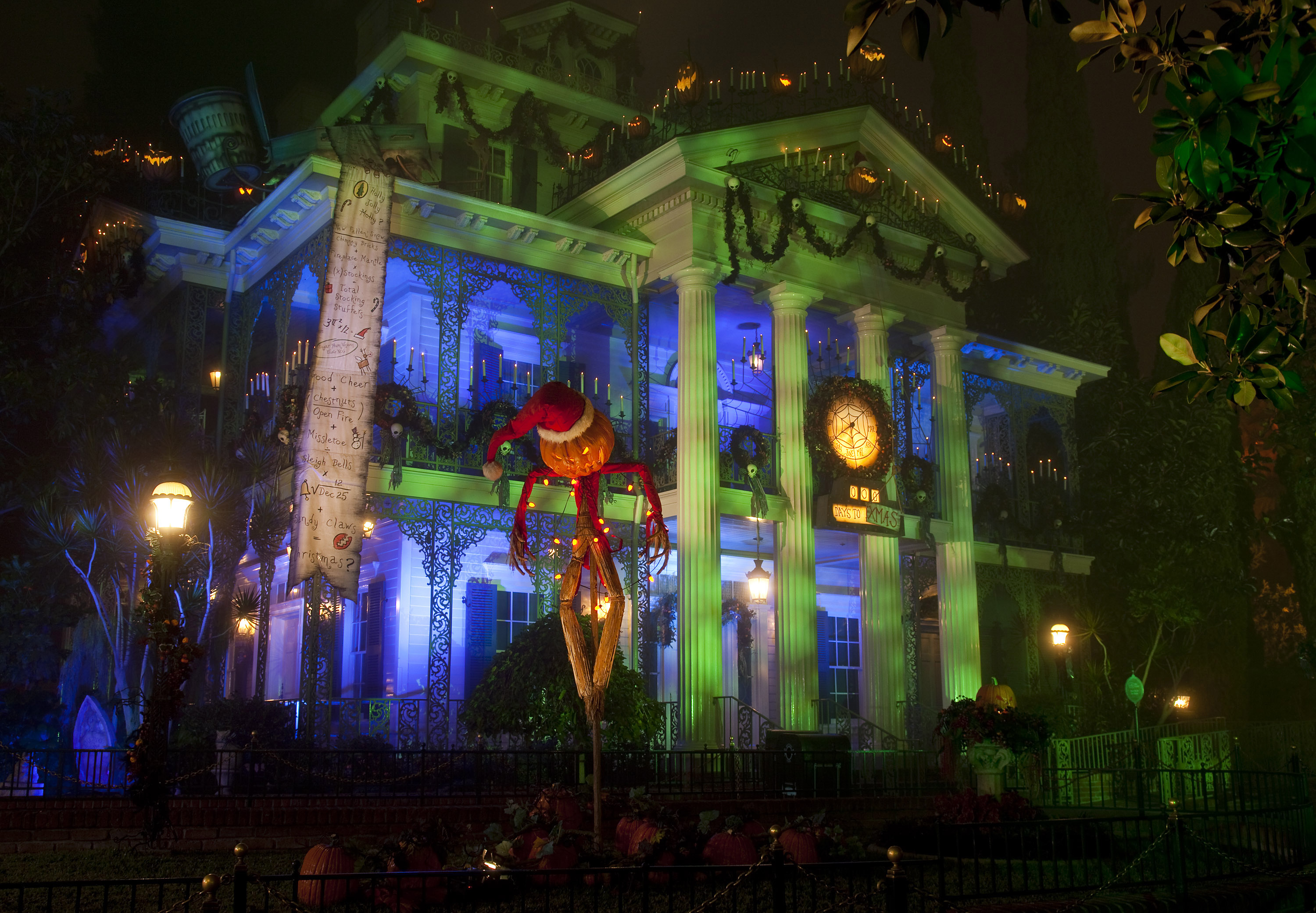 Disney\'s Nightmare Before Christmas Mansion Night Pictures, Photos ...