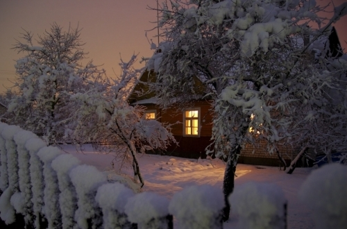 Cabin in the snow pictures photos and images for for Fond ecran hiver gratuit