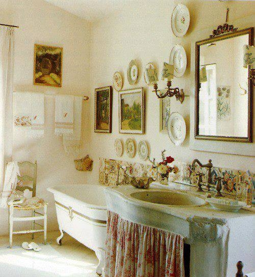 Vintage bathroom pictures photos and images for facebook for Vintage bathroom photos