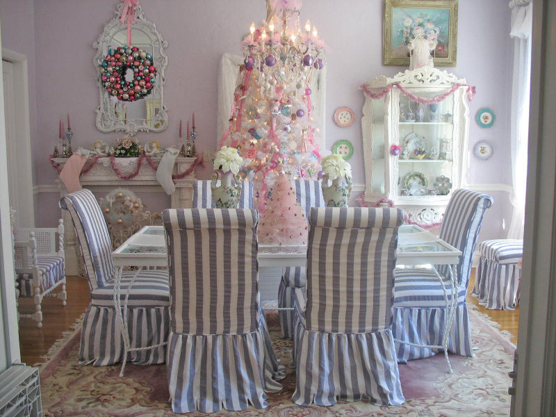 Pretty dining room at christmas pictures photos and Pretty dining rooms