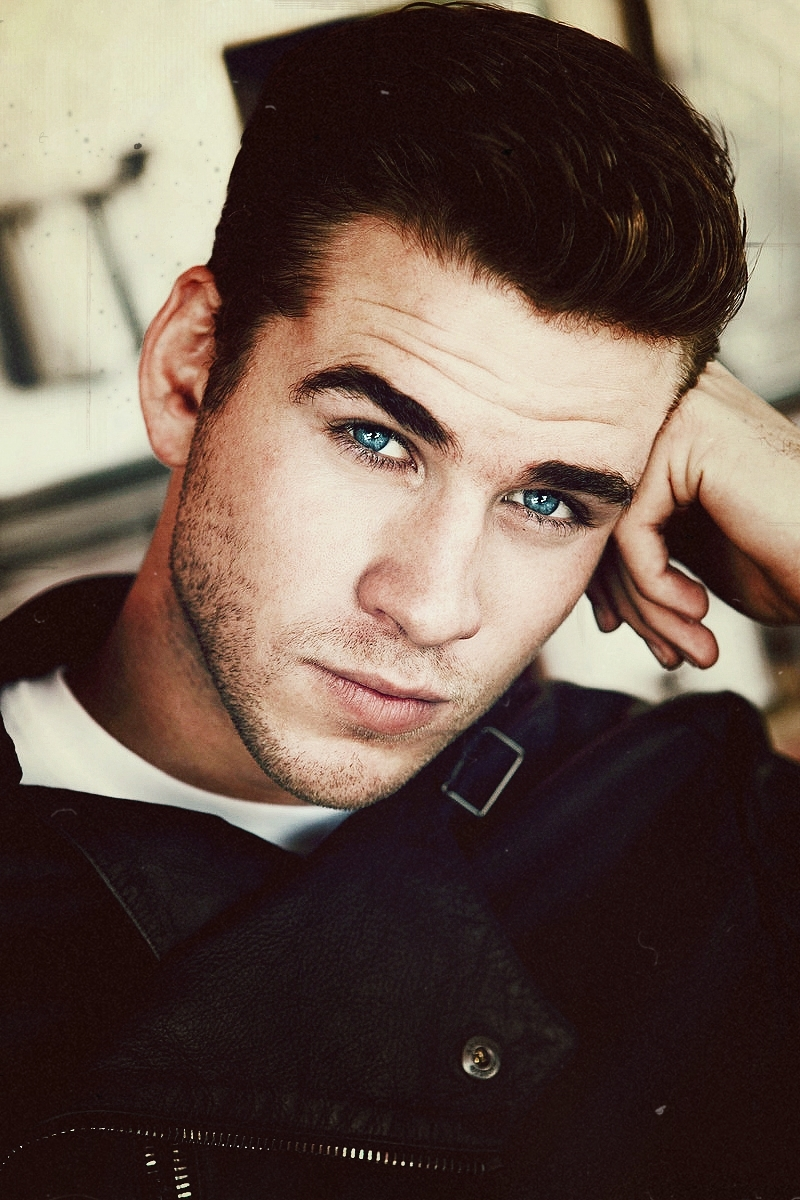Liam Hemsworth Pictures Photos And Images For Facebook