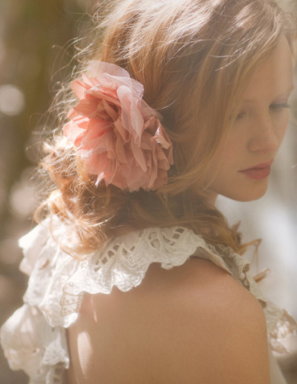 flower in her hair - photo #6