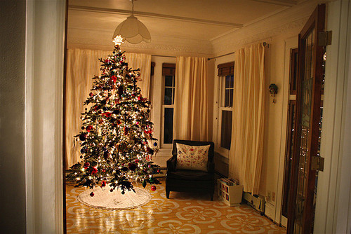christmas tree in a small living room tree in the living room pictures photos and 27465