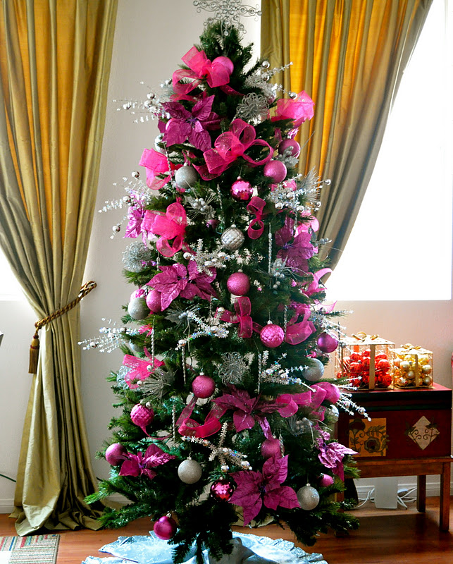 pretty dark pink christmas tree - Pictures Of Pretty Decorated Christmas Trees