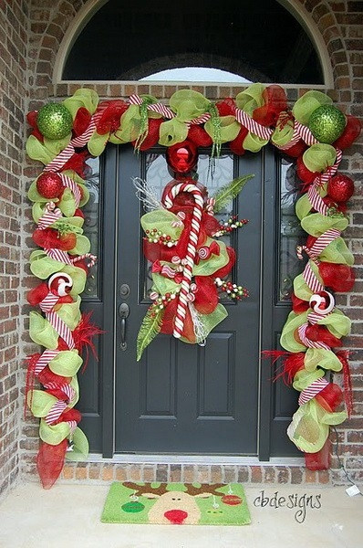Red and green front door decorations pictures photos and for Cascanueces jardin infantil